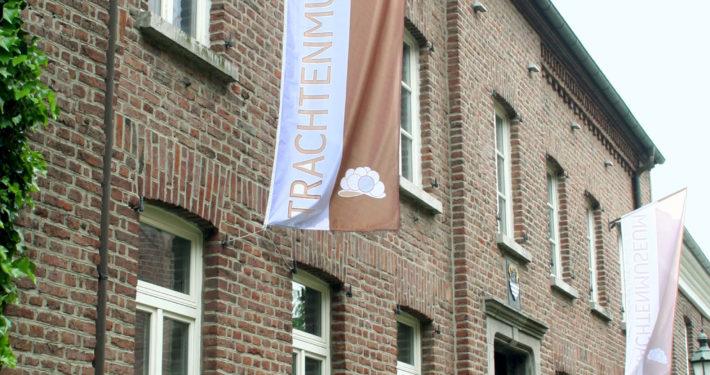 Aussenansicht des Backsteinhaus vom Beecker Trachtenmuseum