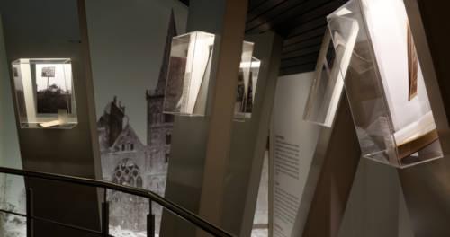 Gang durch einen Ausstellungsraum im SiegfriedMuseum Xanten