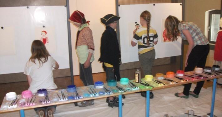 Kinder malen Bilder im LVR-Niederrheinmuseum Wesel