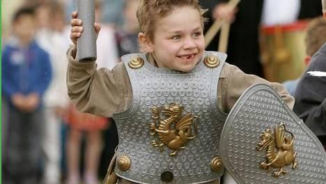 Junge in Ritterrüstung Hoensbroek