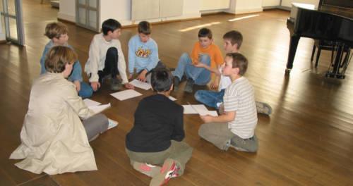 Kinder machen einen Workshop im Museum Schloss Rheydt