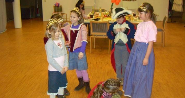 Kinder verkleiden sich im LVR-Niederrheinmuseum
