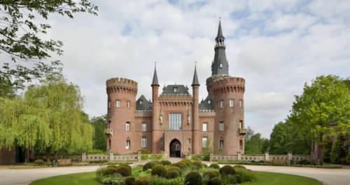 Ansicht von Schloss Moyland mit Garten und Rondell